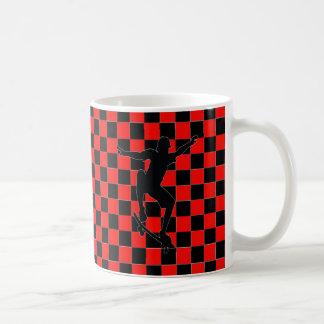 taza de café a cuadros roja del clip art del