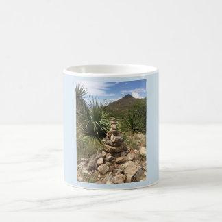 Taza De Café Al aire libre en la montaña - texto de encargo