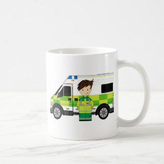 Taza De Café Ambulancia linda del dibujo animado y EMT