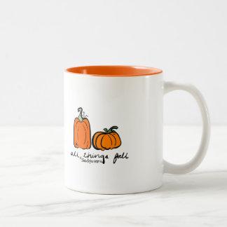 Taza de café anaranjada de la caída de la especia