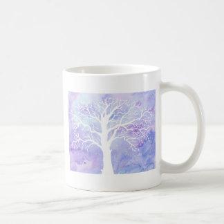 Taza De Café Árbol del invierno de la acuarela en nieve