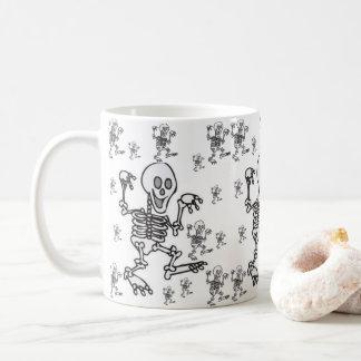 Taza De Café asalta los esqueletos de Halloween