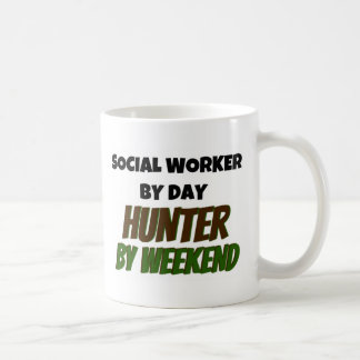 Taza De Café Asistente social del cazador del día por fin de