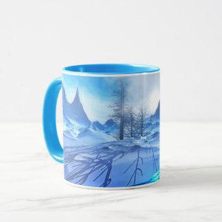 Taza de café azul escarchada hermosa de la escena