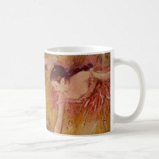 Taza De Café Bailarines de Edgar Degas que doblan abajo de la