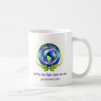 Taza de café blanca del logotipo de la escena de