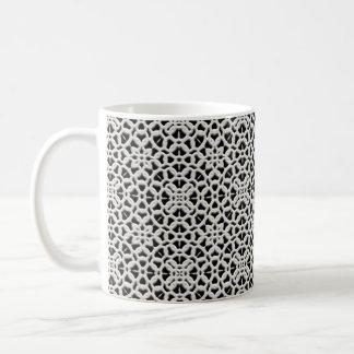 Taza de café blanca y negra de encaje del cordón