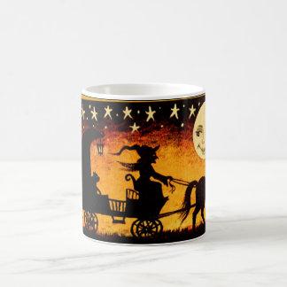 Taza De Café Bruja de Halloween en la Luna Llena esquelética de