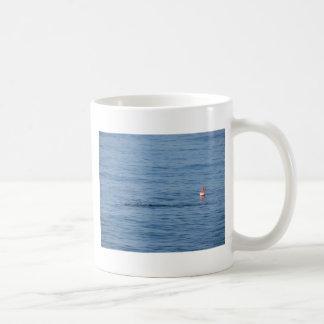 Taza De Café Buceador del mar en nadada del juego del equipo de