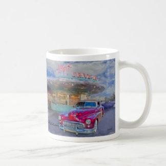Taza De Café buick rojo en el autocinema