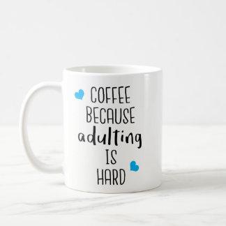 Taza De Café Café porque Adulting es duro - café de la novedad