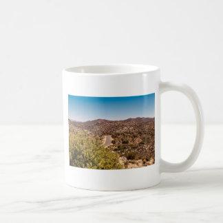Taza De Café Camino solo del desierto de la yuca