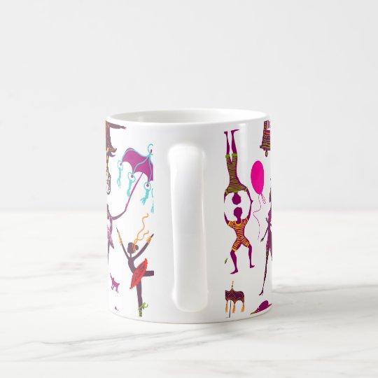 Taza De Café caracteres coloridos del circo en blanco