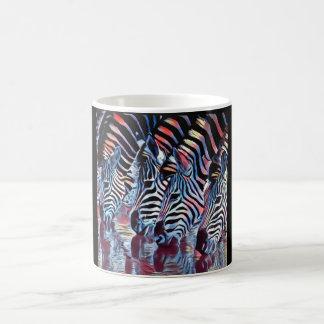 Taza De Café Cebra en el agujero de riego