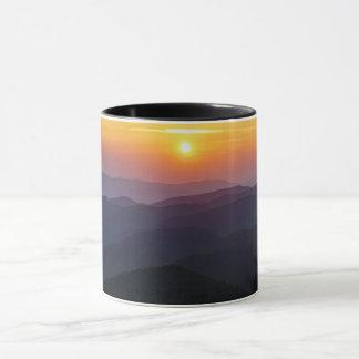 Taza de café cherokee de la puesta del sol de