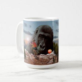 Taza De Café Compartiendo el almuerzo con un mono,