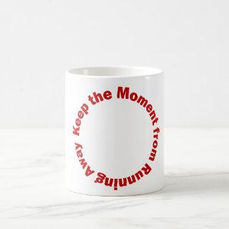 Taza de café con cita de motivación
