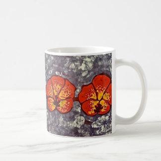 Taza de café con el pájaro del tarareo del batik