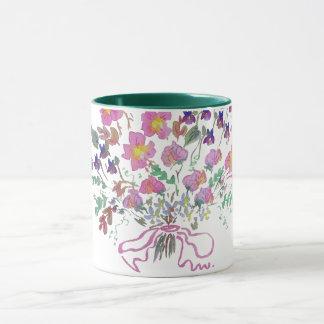 Taza de café con el ramo de flores