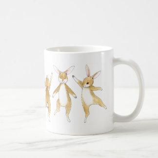 Taza De Café Conejitos de lúpulo de la danza