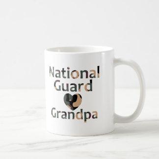 Taza De Café Corazón Camo del abuelo del Guardia Nacional