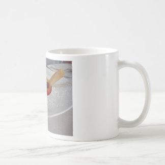 Taza De Café Crema del Zabaglione con la fruta fresca y la