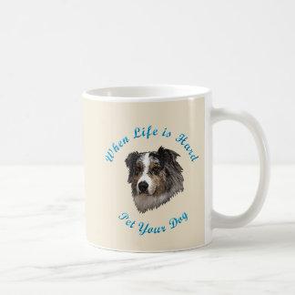 Taza De Café Cuando la vida es dura (australiano Shepherd)