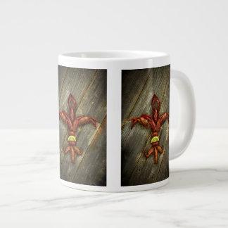 Taza de café de la flor de lis de los cangrejos