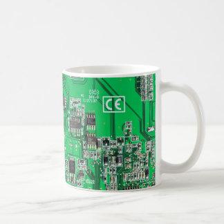 Taza de café de la placa de circuito del friki del