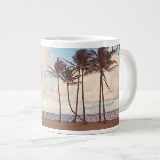 Taza de café de las palmas de la isla de Kauai