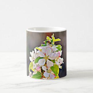 Taza de café de los flores del manzano