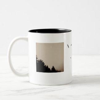 """Taza de café de los """"pájaros y de la jerarquía"""" en"""