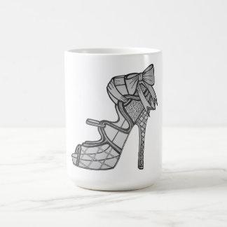 Taza de café de tiras del tacón alto