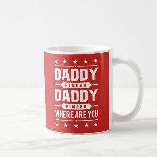Taza De Café Dedo retro blanco rojo del papá donde está usted