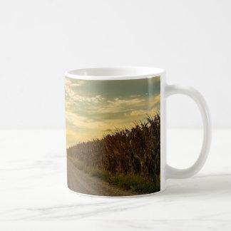 Taza de café del campo de maíz