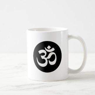 Taza de café del círculo del símbolo de OM