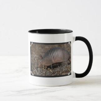 Taza de café del hábitat del armadillo