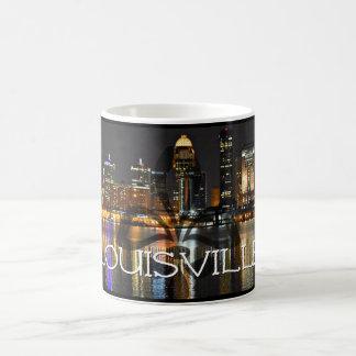 Taza de café del horizonte de Louisville con la