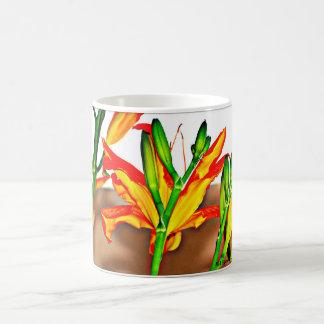 Taza de café del lirio tigrado