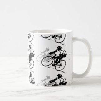 Taza de café del montar a caballo de la bicicleta