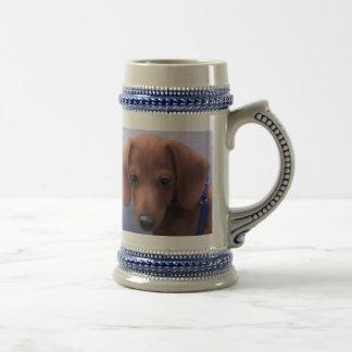 Taza de café del perrito de la sobrecarga del