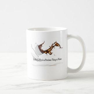 Taza de café derramada