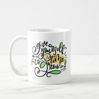 Taza De Café Dése la hora de crecer, dar indicado con letras
