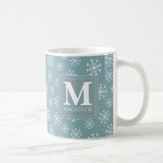 Taza De Café Día de fiesta con monograma de los copos de nieve