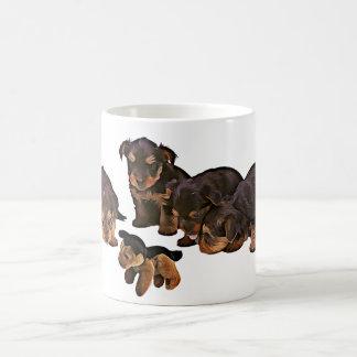 Taza de café divertida de los perros de perritos
