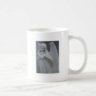 Taza De Café El ángel está triste debido a algo que usted lo