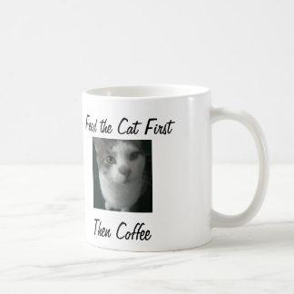 Taza De Café El compinche hambriento dice… Alimente la primera