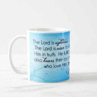 Taza De Café El señor es el 145:17 honrado del salmo del ~ - 20