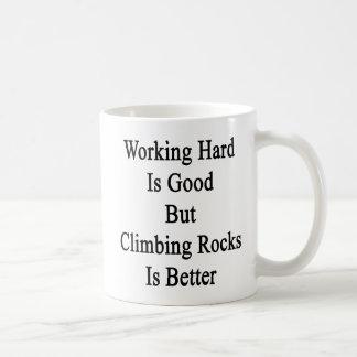 Taza De Café El trabajo difícilmente es bueno pero subir rocas