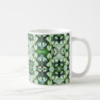 Taza De Café El verde deja el caleidoscopio abstracto de la